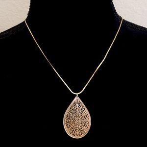 Jewelry - Gold Tear Drop Filligree Pendant Necklace